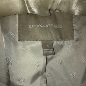 Banana Republic Jackets & Coats - Banana Republic Tipped Blazer Perfect Gold Sz 4